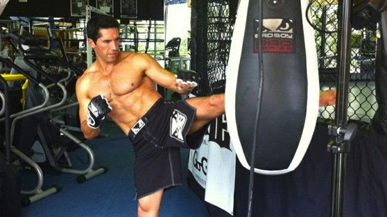 http://www.scottadkins.com/images/scott-adkins-muscle-and-fitness-photoshoot_pagethumb.jpg